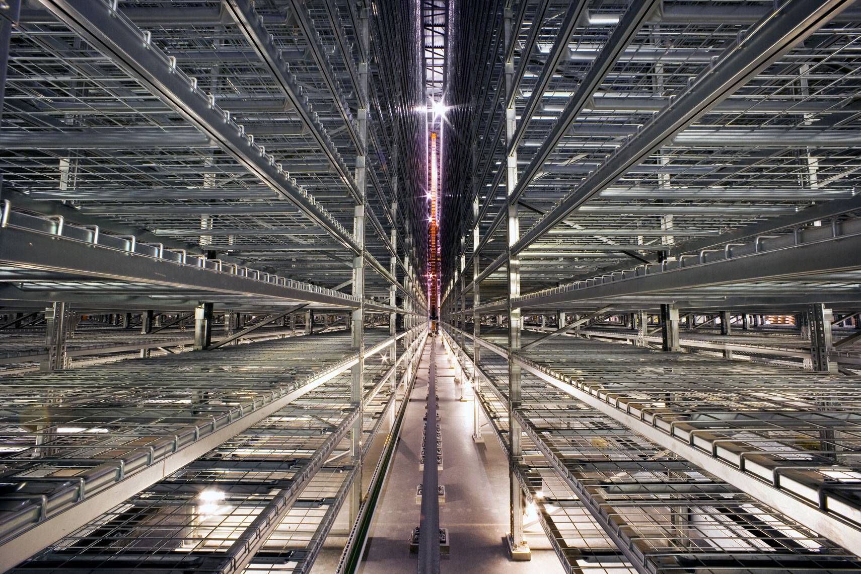 extensive rack system for automated storage system in distribution center