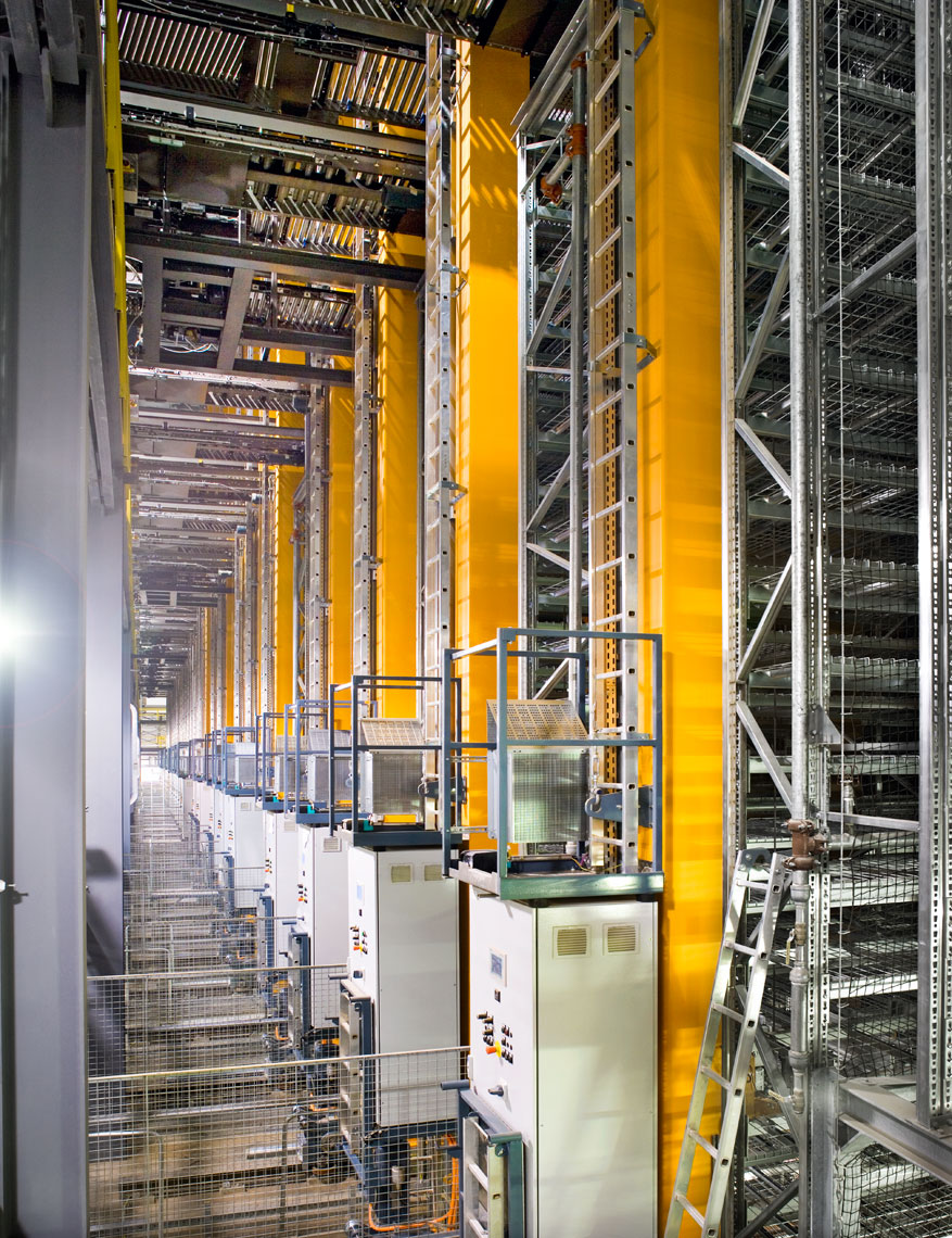robotic picking at automated storage and retrieval system