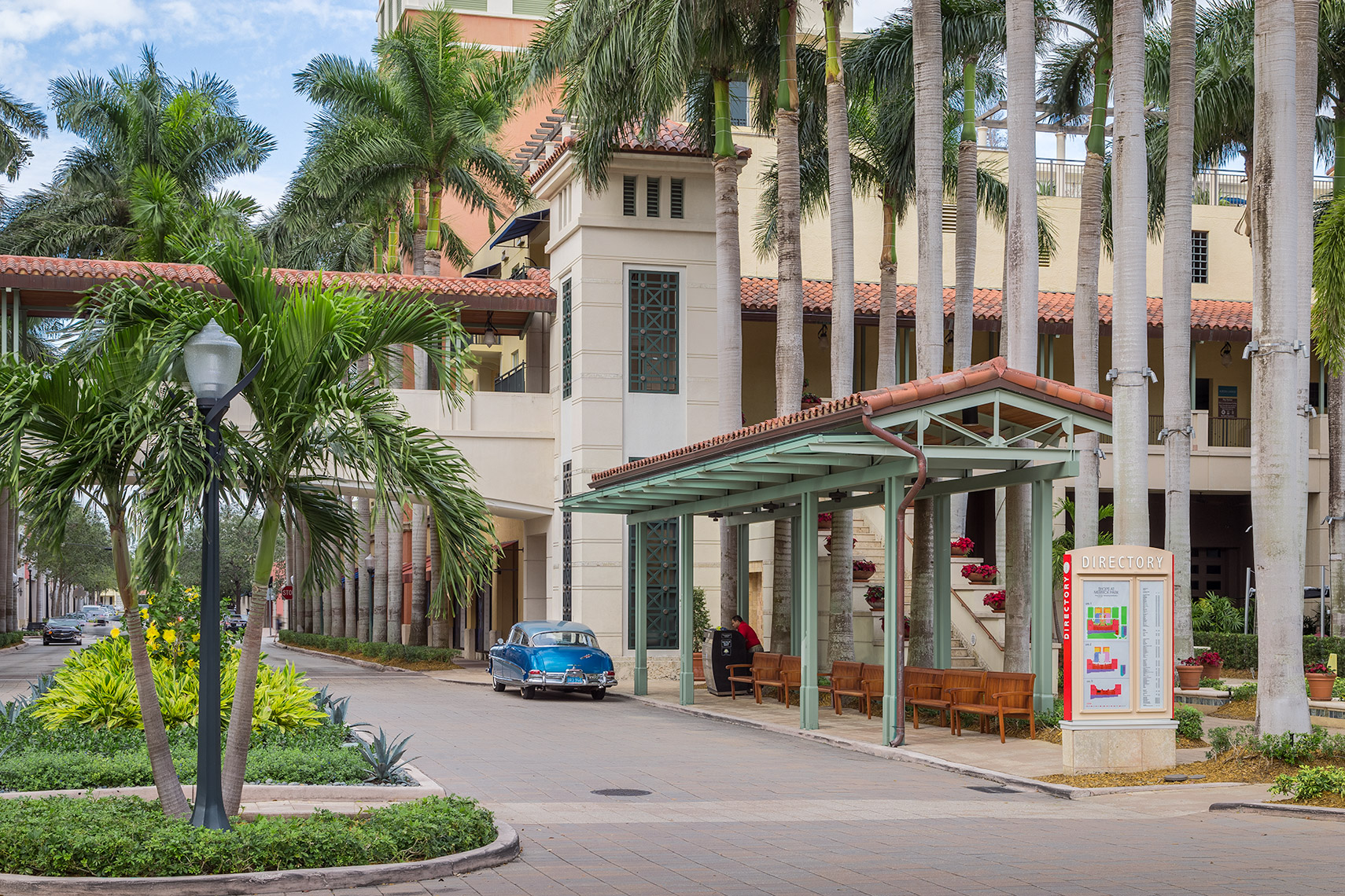 valet and entrance to Shops At Merrick Park