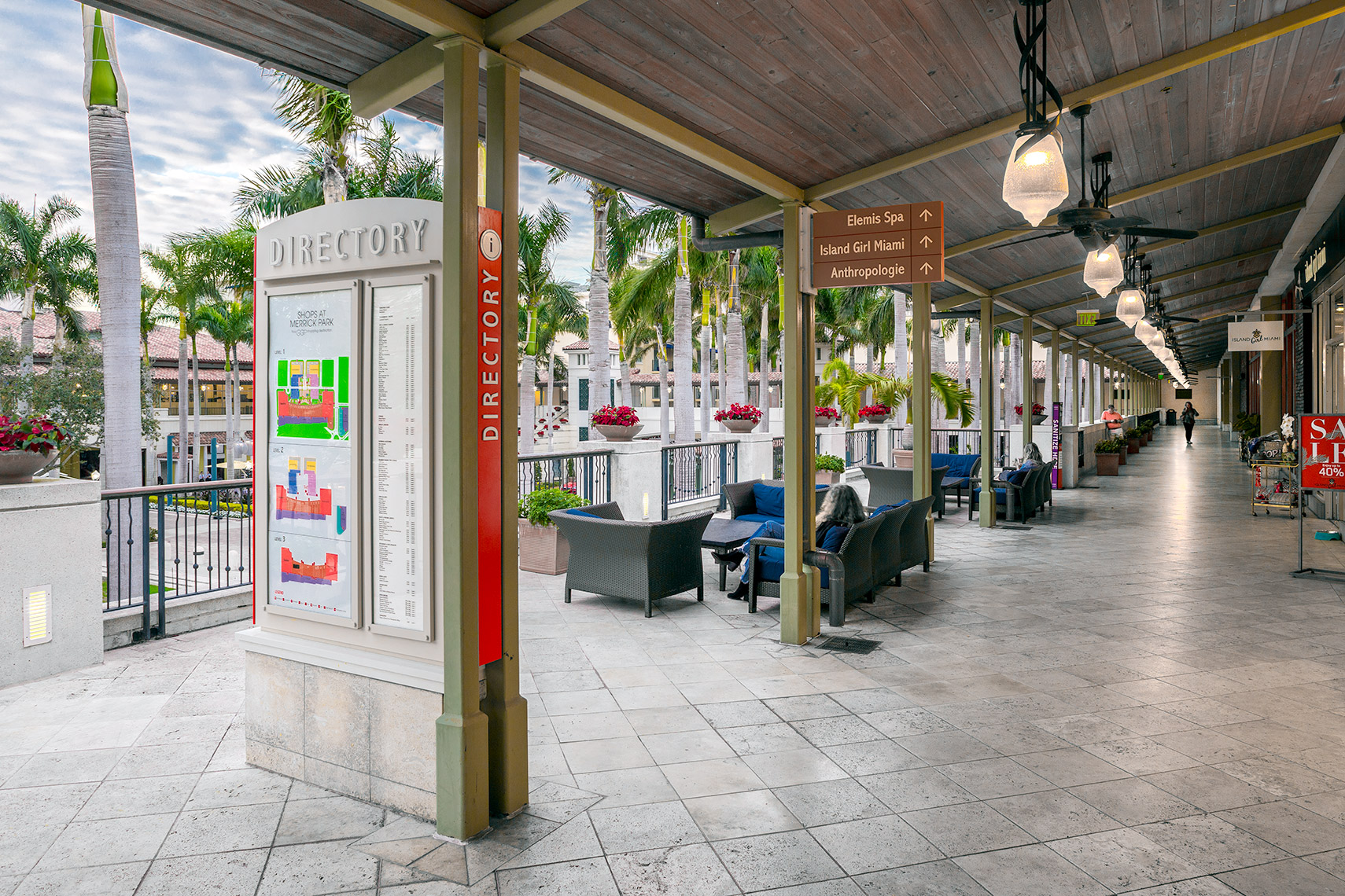 mezzanine lounge and directory signage at Shops At Merrick Park