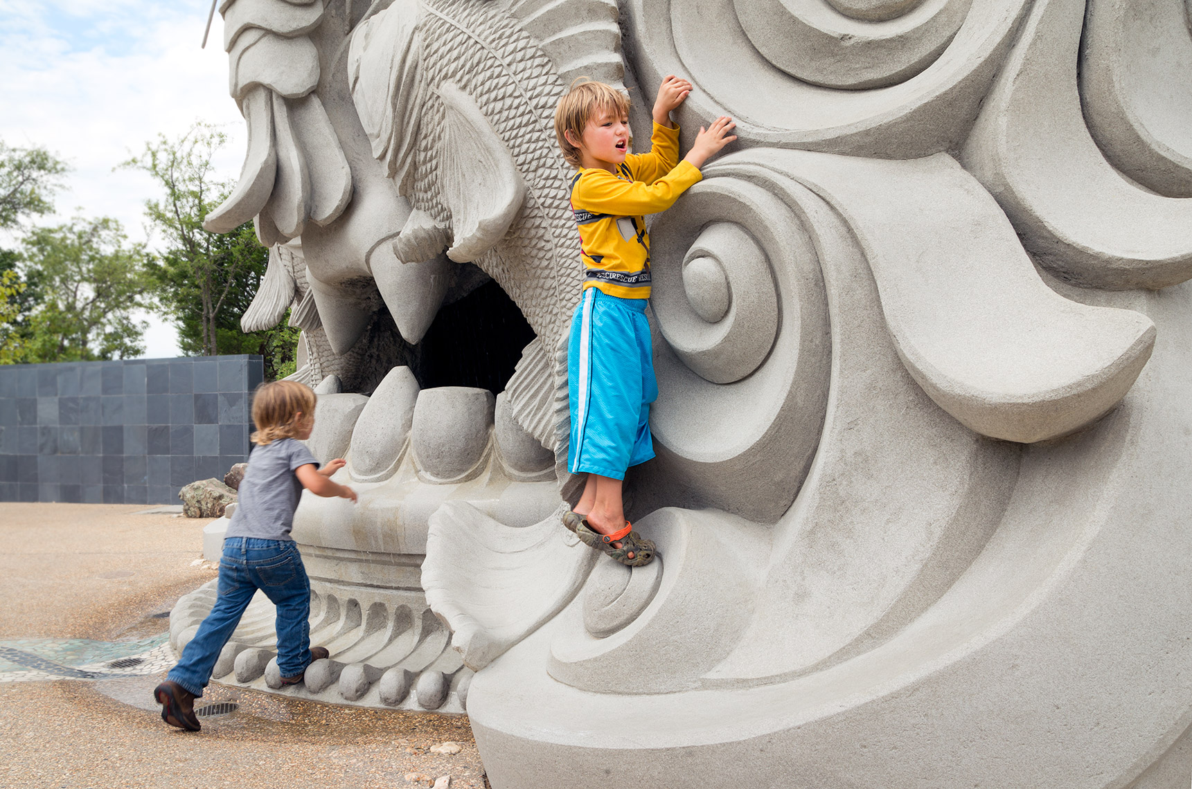 children playing on spring giant at tulsa botanic garden